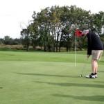 golf guy putting 2018